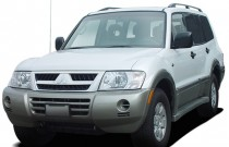 2006 Mitsubishi Montero 4-door 4WD LTD Sportronic Angular Front Exterior View