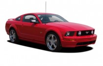 2005 Ford Mustang 2-door Coupe GT Premium Angular Front Exterior View