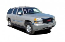 2005 GMC Yukon XL 4-door 1500 4WD SLE Angular Front Exterior View