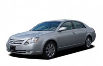 2005 Toyota Avalon 4-door Sedan XLS (Natl) Angular Front Exterior View
