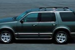 Compare: 2004 Ford Expedition vs 2004 Ford Explorer