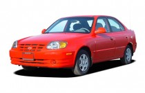 2004 Hyundai Accent 4-door Sedan GL Manual Angular Front Exterior View
