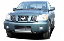 2004 Nissan Titan SE Crew Cab 2WD Angular Front Exterior View