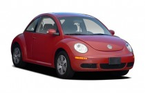 2006 Volkswagen New Beetle Coupe 2-door 2.5L Auto Angular Front Exterior View