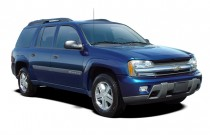 2005 Chevrolet TrailBlazer 4-door 4WD EXT LS Angular Front Exterior View