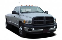 "2005 Dodge Ram 3500 4-door Quad Cab 140.5"" WB SRW ST Angular Front Exterior View"