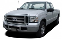 """2005 Ford Super Duty F-350 SRW Supercab 158"""" XLT Angular Front Exterior View"""