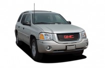 2005 GMC Envoy XUV 4-door 2WD SLE Angular Front Exterior View