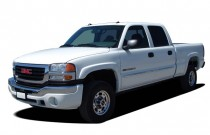 "2005 GMC Sierra 2500HD Crew Cab 167"" WB Angular Front Exterior View"