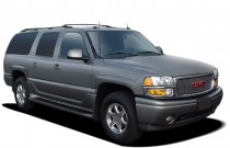 2005 GMC Yukon XL Denali 4-door 1500 AWD Angular Front Exterior View
