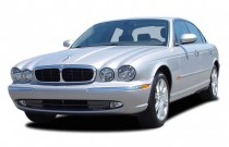 2005 Jaguar XJ 4-door Sedan XJ8 Angular Front Exterior View
