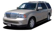 2005 Lincoln Navigator 4-door 4WD Luxury Angular Front Exterior View