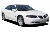 2005 Pontiac Bonneville 4-door Sedan GXP Angular Front Exterior View
