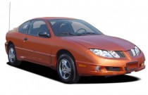 2005 Pontiac Sunfire 2-door Coupe Angular Front Exterior View