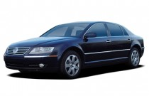 2005 Volkswagen Phaeton 4-door Sedan V8 6-spd Auto Angular Front Exterior View