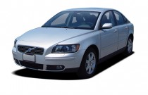 2005 Volvo S40 2.4L Auto Angular Front Exterior View