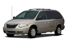 2006 Chrysler Town & Country LWB 4-door Touring Angular Front Exterior View