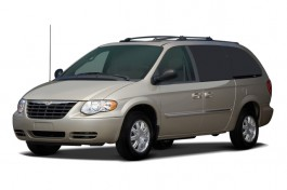 2006 Chrysler Town &amp; Country LWB 4-door Touring Angular Front Exterior View