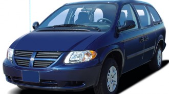 2006 Dodge Grand Caravan 4-door SE Angular Front Exterior View