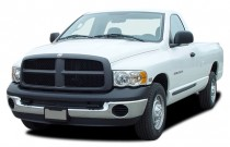 2006 Dodge Ram 2500 2-door Reg Cab 140.5 ST Angular Front Exterior View