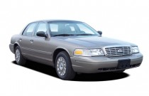 2006 Ford Crown Victoria 4-door Sedan Standard Angular Front Exterior View