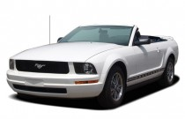 2006 Ford Mustang 2-door Convertible Premium Angular Front Exterior View