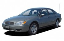 2005 Ford Taurus 4-door Sedan SE Angular Front Exterior View