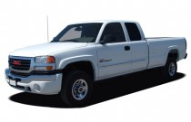 "2006 GMC Sierra 2500HD Ext Cab 143.5"" WB 2WD SLE1 Angular Front Exterior View"