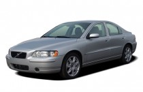 2006 Volvo S60 2.5L Turbo Auto Angular Front Exterior View
