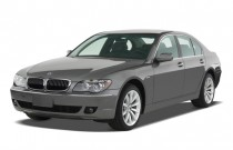 2007 BMW 7-Series 4-door Sedan 750i Angular Front Exterior View