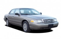 2007 Ford Crown Victoria 4-door Sedan Standard Angular Front Exterior View