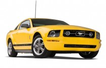 2007 Ford Mustang 2-door Coupe Deluxe Angular Front Exterior View