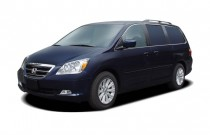 2007 Honda Odyssey 4-door Wagon Touring w/RES Angular Front Exterior View