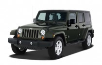 2007 Jeep Wrangler 2WD 4-door Unlimited Sahara Angular Front Exterior View