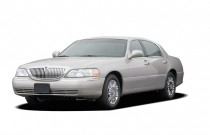 2007 Lincoln Town Car 4-door Sedan Signature Limited Angular Front Exterior View