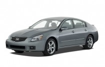 2007 Nissan Maxima 4-door Sedan SE Angular Front Exterior View