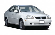 2007 Suzuki Forenza 4-door Sedan Auto Angular Front Exterior View