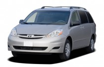 2007 Toyota Sienna 5dr 8-Passenger Van LE FWD (Natl) Angular Front Exterior View