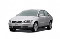 2007 Volvo S40 4-door Sedan 2.4L AT FWD Angular Front Exterior View