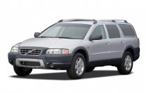 2007 Volvo XC70 4-door Wagon Angular Front Exterior View