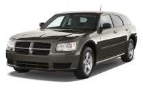 2008 Dodge Magnum 4-door Wagon RWD Angular Front Exterior View