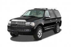 2008 Lincoln Navigator 2WD 4-door Angular Front Exterior View
