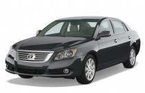 2008 Toyota Avalon 4-door Sedan Limited (Natl) Angular Front Exterior View