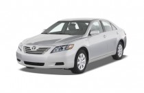 2008 Toyota Camry Hybrid 4-door Sedan (Natl) Angular Front Exterior View
