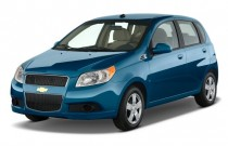 2009 Chevrolet Aveo 5dr HB LT w/1LT Angular Front Exterior View