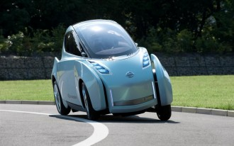 Leaning Nissan Land Glider EV Concept Headed to 2009 Tokyo Show
