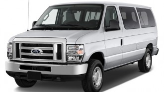 2010 Ford Econoline Wagon E-150 XLT Angular Front Exterior View