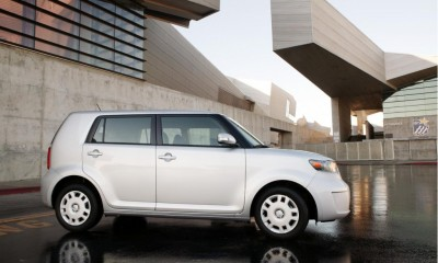 2010 Scion xB Photos