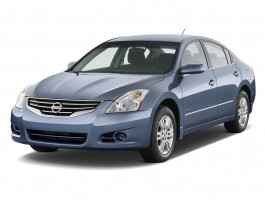 2011 Nissan Altima 4-door Sedan I4 eCVT Hybrid Angular Front Exterior View