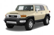 2011 Toyota FJ Cruiser 4WD 4-door Auto (Natl) Angular Front Exterior View